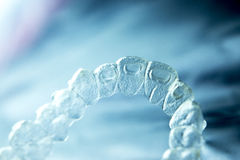 Αόρατα οδοντικά πλαστικά στηρίγματα στοκ εικόνες