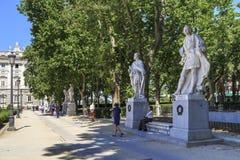 Αλέα με τα αγάλματα των ισπανικών βασιλιάδων στη Μαδρίτη Στοκ φωτογραφία με δικαίωμα ελεύθερης χρήσης