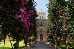 Αλέα στο κεντρικό κτίριο του μοναστηριού Beit Jamal Στοκ εικόνα με δικαίωμα ελεύθερης χρήσης