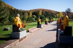 Αλέα Buddhas στο βιετναμέζικο μοναστήρι Στοκ φωτογραφία με δικαίωμα ελεύθερης χρήσης