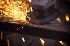 Αλέθοντας μηχανή μετάλλων Στοκ φωτογραφία με δικαίωμα ελεύθερης χρήσης
