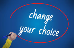 Αλλαγή γραψίματος χεριών γυναικών η επιλογή σας με το δείκτη Στοκ φωτογραφία με δικαίωμα ελεύθερης χρήσης