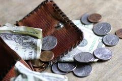 Αλλαγή και τσαλακωμένο τραπεζογραμμάτιο Στοκ φωτογραφία με δικαίωμα ελεύθερης χρήσης