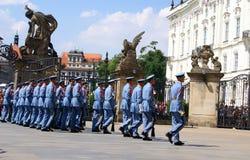 Αλλαγή της τελετής φρουράς στο Κάστρο της Πράγας Στοκ φωτογραφίες με δικαίωμα ελεύθερης χρήσης