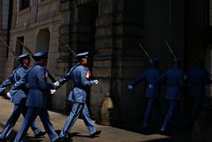 Αλλαγή της τελετής φρουράς στο Κάστρο της Πράγας Στοκ Εικόνα