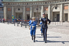 Αλλαγή της φρουράς κοντά στο βασιλικό παλάτι. Σουηδία. Στοκχόλμη Στοκ φωτογραφία με δικαίωμα ελεύθερης χρήσης