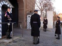 Αλλαγή της φρουράς των φρουρών τιμής στο προεδρικό παλάτι Στοκ Φωτογραφίες