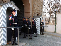 Αλλαγή της φρουράς των φρουρών τιμής στο προεδρικό παλάτι Στοκ Εικόνες