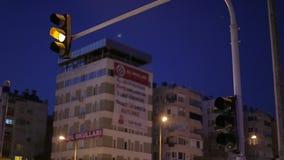 Αλλαγή των φωτεινών σηματοδοτών στο οδόστρωμα, έναρξη φιλμ μικρού μήκους