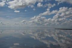 Αλατισμένη λίμνη Elton και αντανάκλαση Στοκ φωτογραφία με δικαίωμα ελεύθερης χρήσης