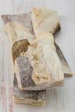 Αλατισμένοι μπακαλιάροι στον πίνακα Στοκ φωτογραφία με δικαίωμα ελεύθερης χρήσης