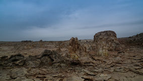 Αλατισμένος ηφαιστειακός κρατήρας Danakil Dallol κινηματογραφήσεων σε πρώτο πλάνο δομών, μακρυά, Αιθιοπία Στοκ Φωτογραφία