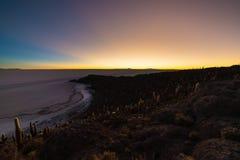 Αλατισμένο επίπεδο Uyuni στις βολιβιανές Άνδεις στην αυγή Στοκ φωτογραφία με δικαίωμα ελεύθερης χρήσης