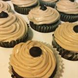 Αλατισμένο brownie καραμέλας cupcakes Στοκ φωτογραφία με δικαίωμα ελεύθερης χρήσης