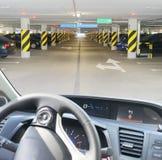 Αλεξήνεμο αυτοκινήτων με το δρόμο Στοκ Εικόνα