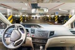 Αλεξήνεμο αυτοκινήτων με το δρόμο Στοκ εικόνες με δικαίωμα ελεύθερης χρήσης