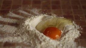 Αλεύρι και αυγά στον πίνακα φιλμ μικρού μήκους