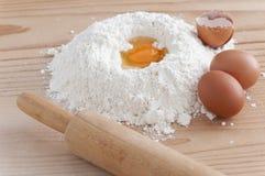 Αλεύρι και αυγά Στοκ Φωτογραφίες