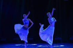 Αδελφές ο λουλούδι-εθνικός λαϊκός χορός Στοκ εικόνες με δικαίωμα ελεύθερης χρήσης