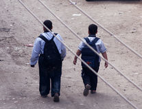 2 αδελφοί που πηγαίνουν στο σχολείο στην Αίγυπτο Στοκ Εικόνες