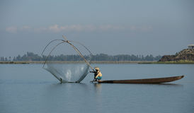 Αλιεία γυναικών λιμνών Στοκ φωτογραφία με δικαίωμα ελεύθερης χρήσης