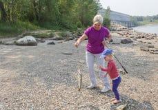 Αλιεία μητέρων και κορών Στοκ Φωτογραφία