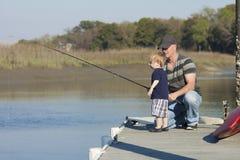 Αλιεία πατέρων και γιων στοκ εικόνες με δικαίωμα ελεύθερης χρήσης