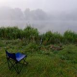 Αλιεία στην ομίχλη Στοκ φωτογραφία με δικαίωμα ελεύθερης χρήσης