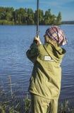Αλιεία στην όχθη ποταμού 2 Στοκ φωτογραφία με δικαίωμα ελεύθερης χρήσης