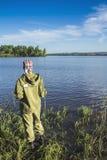 Αλιεία στην όχθη ποταμού 1 Στοκ Εικόνα