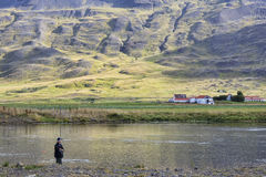 Αλιεία στον ποταμό κεντρική Ισλανδία στοκ εικόνες
