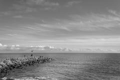 Αλιεία στο beackwave Στοκ Φωτογραφίες