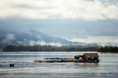 Αλιεία του σπιτιού στο νερό στοκ εικόνες με δικαίωμα ελεύθερης χρήσης