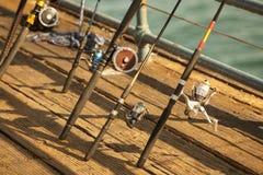 Αλιεία των εξελίκτρων στην αποβάθρα Στοκ φωτογραφίες με δικαίωμα ελεύθερης χρήσης