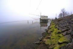 Αλιεία των καλυβών στην κοιλάδα Comacchio, Ιταλία Στοκ Εικόνα
