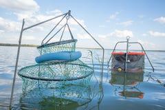 Αλιεία των μανδρών στο νερό Στοκ φωτογραφία με δικαίωμα ελεύθερης χρήσης