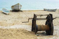 Αλιευτικό σκάφος που σέρνεται με το αλιευτικό πλοιάριο Στοκ Εικόνες