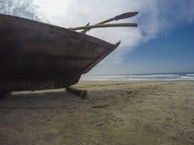 Αλιευτικό σκάφος στην παραλία Στοκ Φωτογραφίες