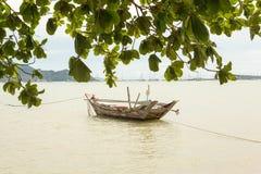 Αλιευτικό σκάφος στη θάλασσα στην Ταϊλάνδη Στοκ εικόνες με δικαίωμα ελεύθερης χρήσης