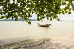 Αλιευτικό σκάφος στη θάλασσα στην Ταϊλάνδη Στοκ φωτογραφία με δικαίωμα ελεύθερης χρήσης