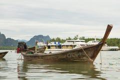 Αλιευτικό σκάφος στη θάλασσα στην Ταϊλάνδη Στοκ φωτογραφίες με δικαίωμα ελεύθερης χρήσης