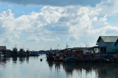 Αλιευτικό σκάφος στη θάλασσα στοκ εικόνα