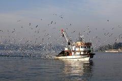 Αλιευτικό σκάφος στη Ιστανμπούλ Στοκ εικόνα με δικαίωμα ελεύθερης χρήσης
