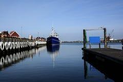 Αλιευτικό σκάφος στο λιμάνι Στοκ εικόνα με δικαίωμα ελεύθερης χρήσης