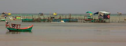 Αλιευτικό σκάφος στο ψαροχώρι μια νεφελώδη ημέρα, Phu Quoc, επαρχία Kien Giang, Βιετνάμ Στοκ εικόνες με δικαίωμα ελεύθερης χρήσης