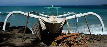 Αλιευτικό σκάφος του Μπαλί Jukung παραδοσιακό Στοκ εικόνα με δικαίωμα ελεύθερης χρήσης