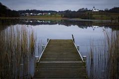 αλιεύοντας άτομα λιμνών βαρκών Στοκ φωτογραφία με δικαίωμα ελεύθερης χρήσης