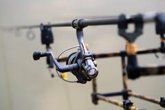 Αλιεύοντας εξέλικτρο και ράβδοι Στοκ Φωτογραφίες