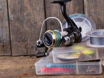 Αλιεύοντας εξοπλισμοί και δολώματα αλιείας στο κιβώτιο Στοκ φωτογραφίες με δικαίωμα ελεύθερης χρήσης