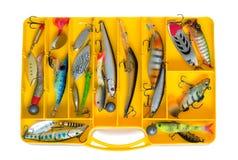 Αλιεύοντας εξοπλισμός: ένα σύνολο κουταλιών στο εμπορευματοκιβώτιο Στοκ Εικόνες